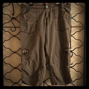 Capri pants with bungee gather on legs